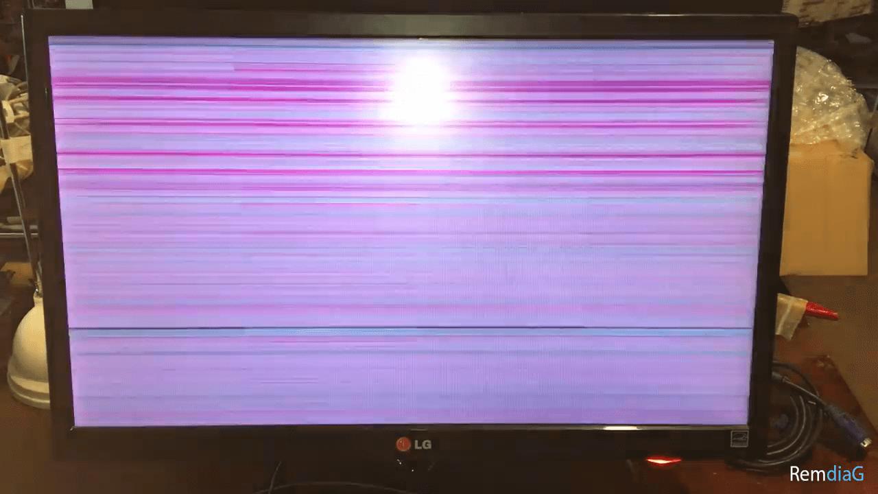красные и белые полосы на экране монитора
